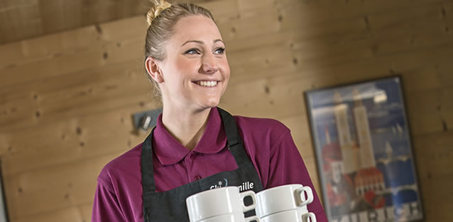 how to get a job in hospitality hospitality worker