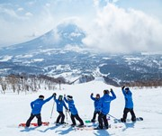 Work as a ski instructor in Japan! Training + Job Offer included
